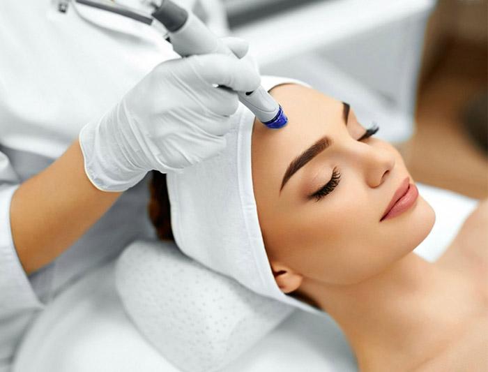 Скидка на процедуры на аппарате hydra facial 50%!